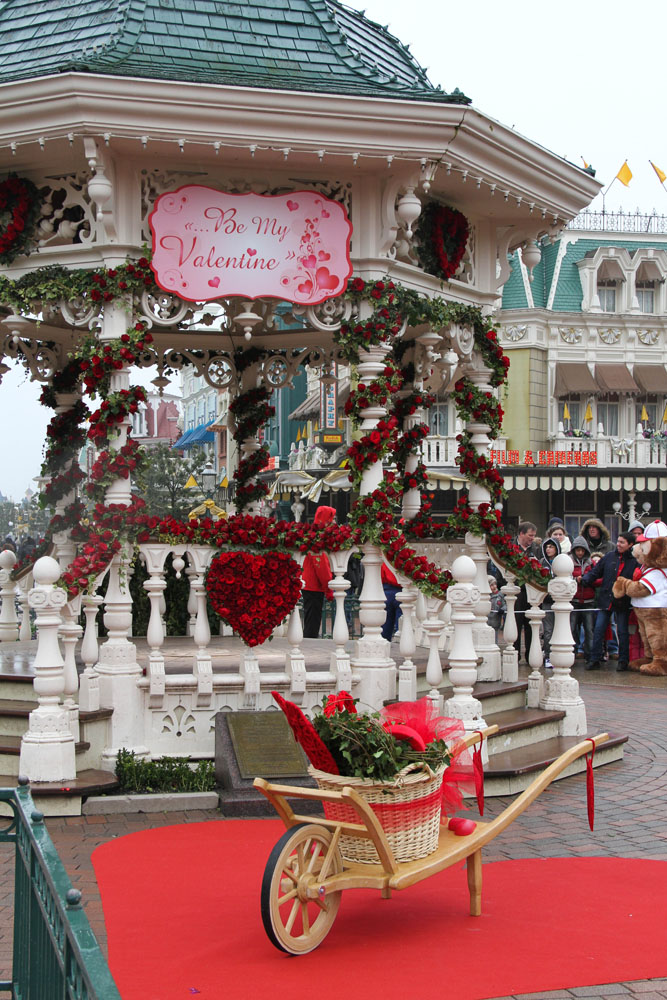 dedicated to dlp celebrating disneyland paris photo report valentine 39 s day 2013 in. Black Bedroom Furniture Sets. Home Design Ideas