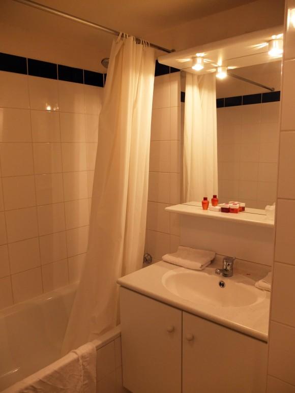 Séjours & Affaires Serris Val d'Europe Bathroom