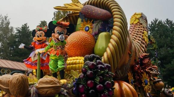 Mickey Spots You. Halloween in Disneyland Paris