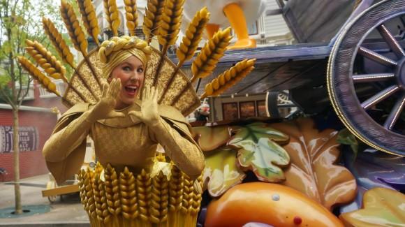 The Corn Lady Shouts. Halloween in Disneyland Paris
