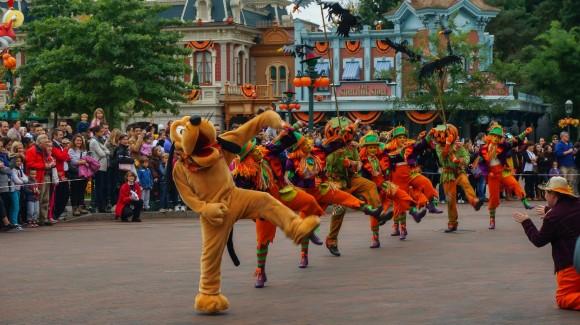 You Put Your Left Leg In. Halloween in Disneyland Paris