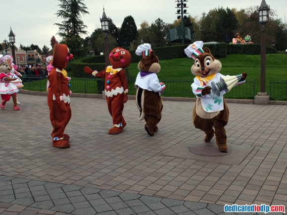 Chip, Dale & Clarice in the Christmas Cavalcade in Disneyland Paris