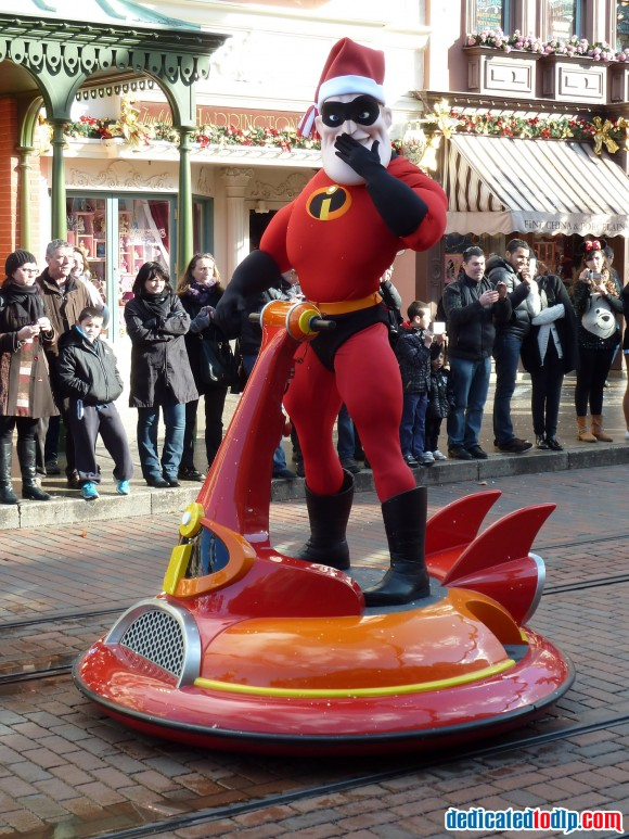 Mr Incredible in the Christmas Cavalcade in Disneyland Paris