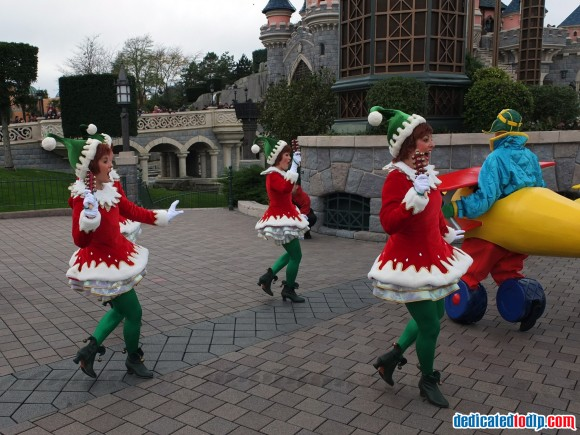 Elves in the Christmas Cavalcade in Disneyland Paris