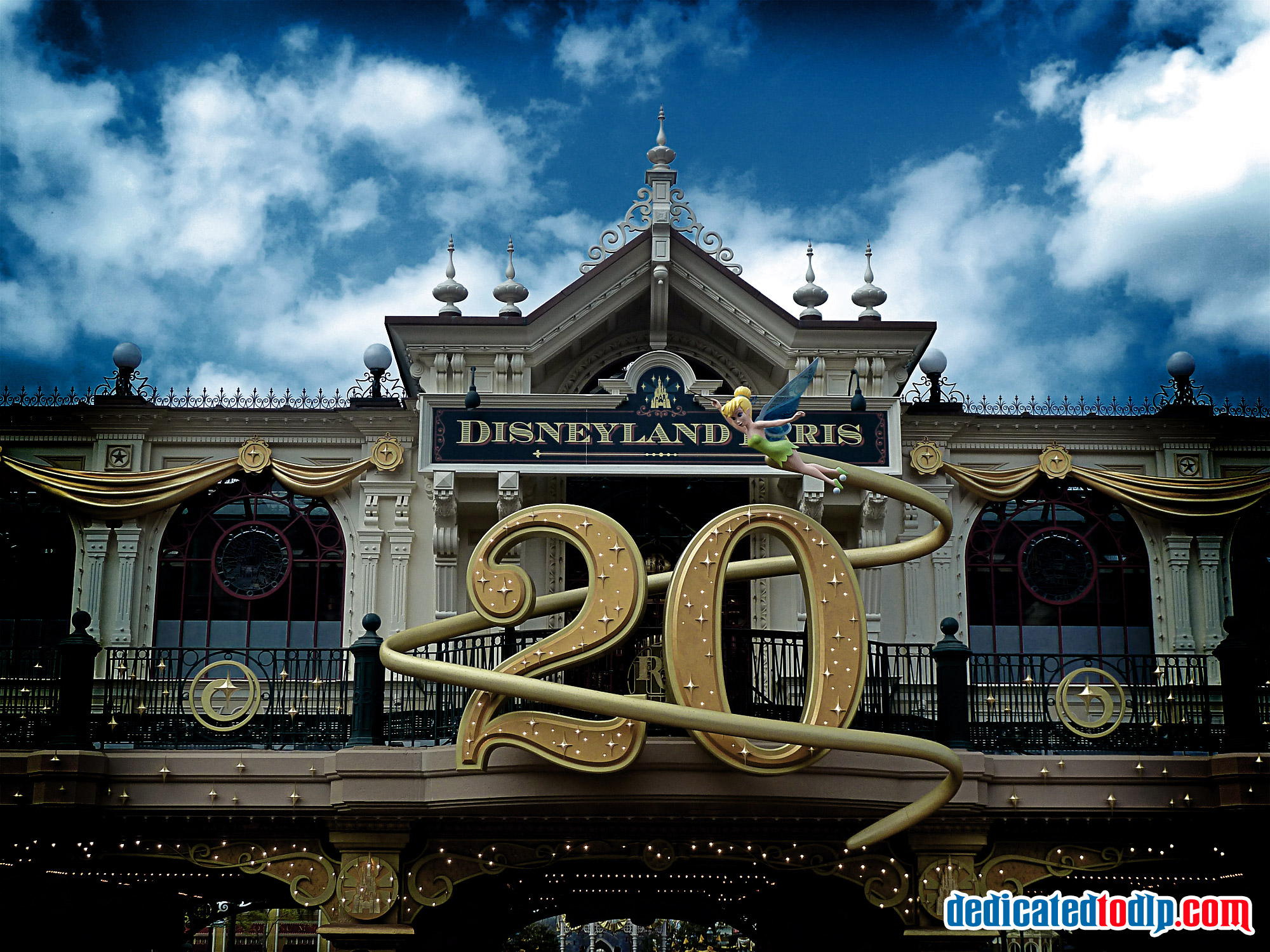disneyland resort paris Disneyland paris guide - explore the no1 free online guidebook covering all the lands, attractions, shows, parades, restaurants and hotels of the euro disney resort.