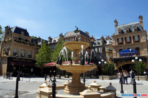 Ratatouille: The Adventure Fan Event. La Place de Rémy