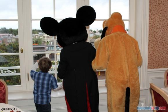 Characters in The Castle Club Disneyland Hotel, Disneyland Paris