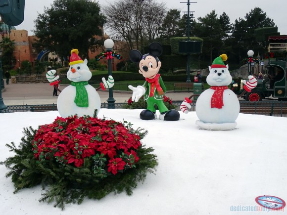Christmas Characters in Disneyland Paris