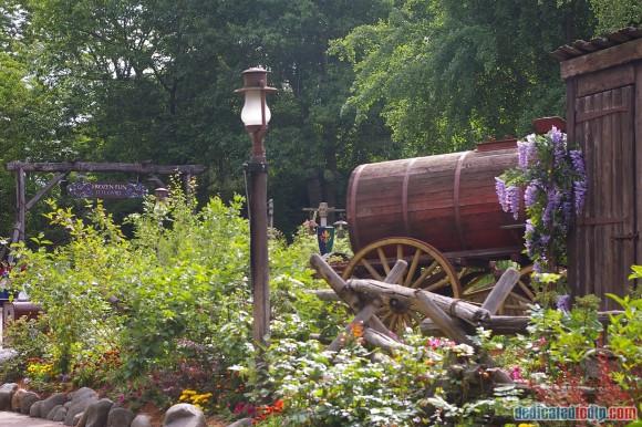 Disneyland Paris Frozen Summer Fun Season Review - Frozen Queue Area