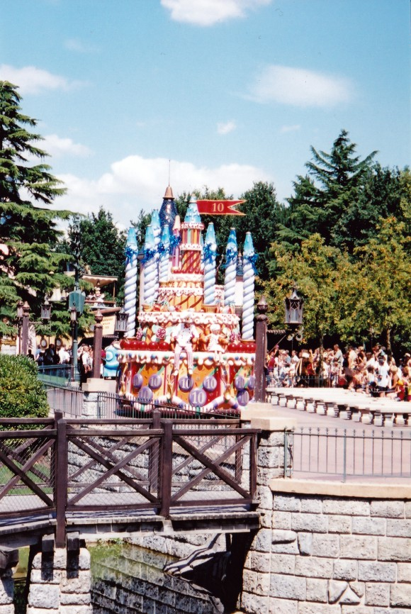 My First Photo of a Daytime Parade in Disneyland Paris
