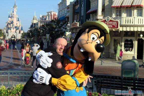 Hugging Goofy in Disneyland Paris