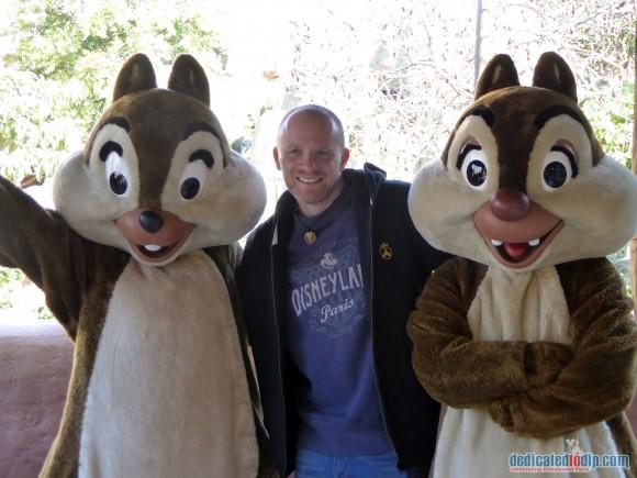 Meeting Chip and Dale in Disneyland Paris