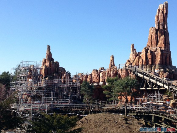 Big Thunder Mountain revealed - the drained Rivers of the Far West in Disneyland Paris