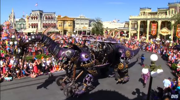 25° anniversario di Disneyland Paris - Pagina 3 Fire-Breathing-Dragon2-580x324
