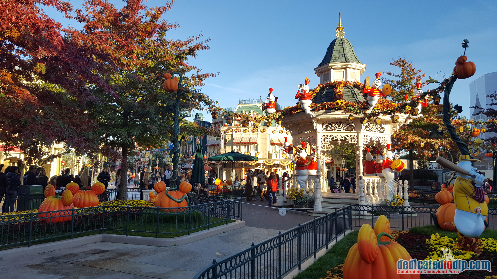 list of synonyms and antonyms of the word halloween at disneyland paris 2016. Black Bedroom Furniture Sets. Home Design Ideas