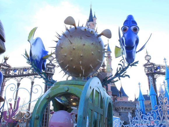 Disney Stars on Parade Float 5 - Discover A New World