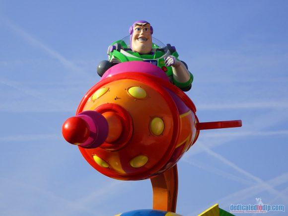 Disney Stars on Parade Float 2 - Discover Friendship