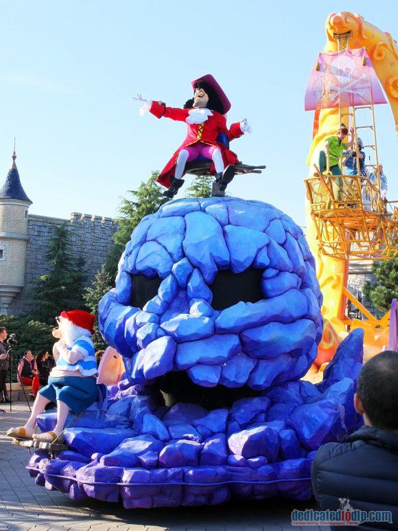 Disney Stars on Parade Float 4 - Discover Imagination