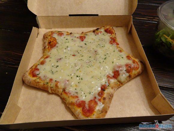 Colonel Hathi's Pizza Outpost Pizza in Disneyland Paris