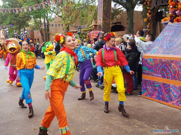 Disneyland Paris Review: Halloween Season 2017 - Goofy's Skeletoon Street Party