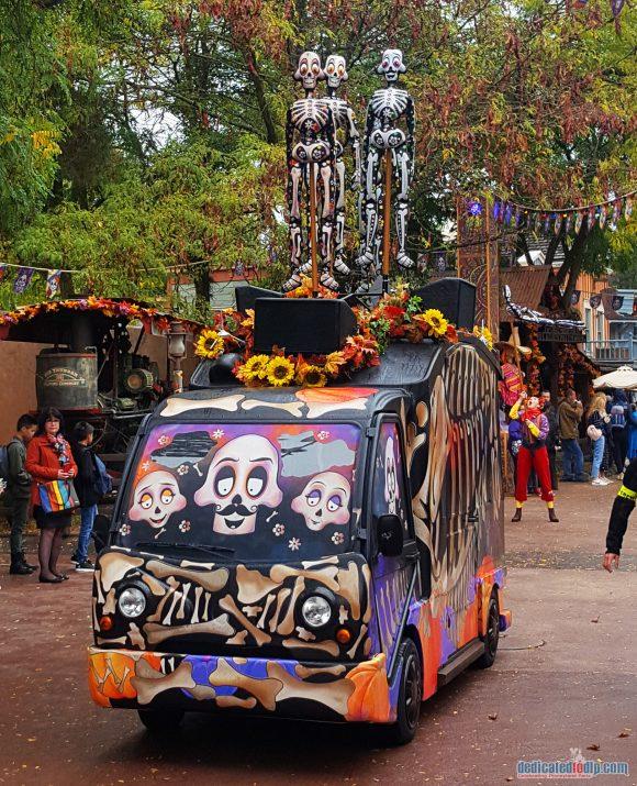 Disneyland Paris Review: Halloween Season 2017 - Goofy's Skeletoon Street Party