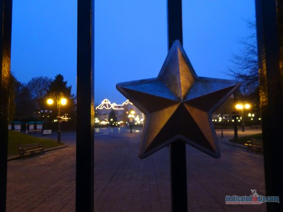 An Early Morning Photo Walk from Hotel Cheyenne to Disneyland Park in Disneyland Paris - Gates