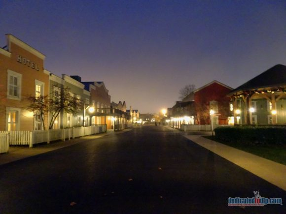 An Early Morning Photo Walk from Hotel Cheyenne to Disneyland Park in Disneyland Paris - Hotel Cheyenne
