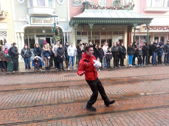 Amazing Cast Member in Disneyland Paris