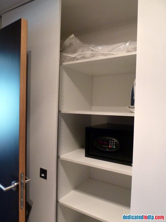 Wardrobe & Safe of Studio at Hipark Serris-Val d'Europe