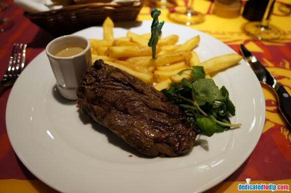 Ratatouille: The Adventure Fan Event. Bistrot Chez Rémy Steak & Chips