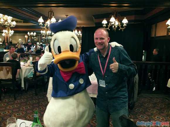 Meeting Donald Duck at the Frozen Summer Fun Dinner in Disneyland Paris