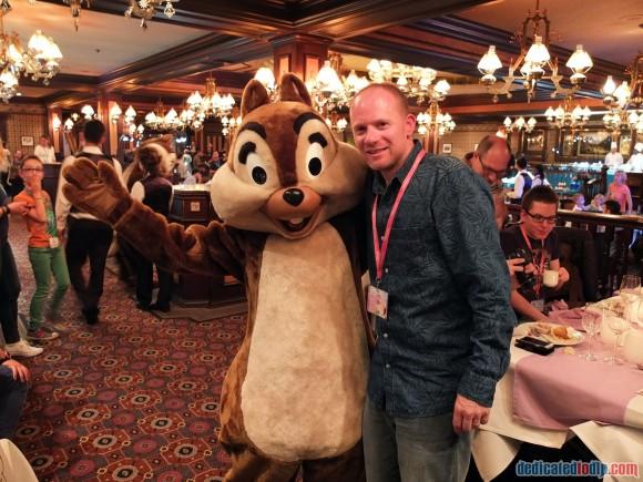Meeting Chip at the Frozen Summer Fun Dinner in Disneyland Paris