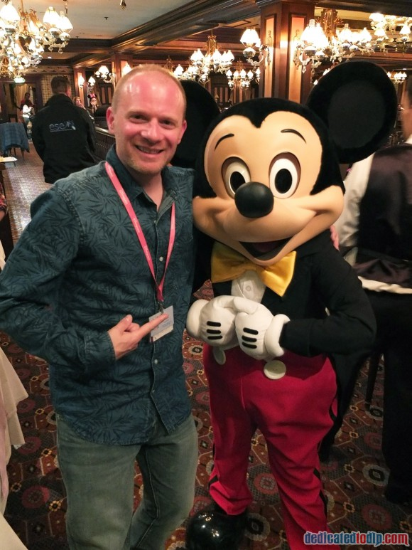 Meeting Mickey Mouse at the Frozen Summer Fun Dinner in Disneyland Paris