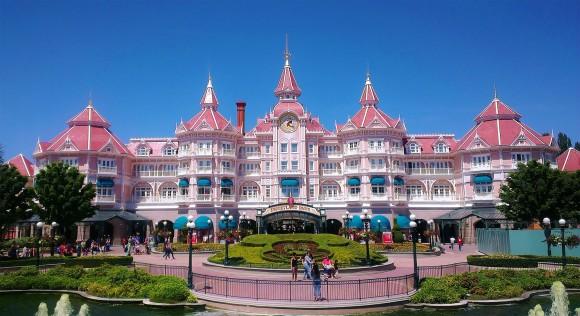 Do The Green Fences & Closures Affect The Magic in Disneyland Paris?