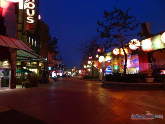 An Early Morning Photo Walk from Hotel Cheyenne to Disneyland Park in Disneyland Paris - Disney Village