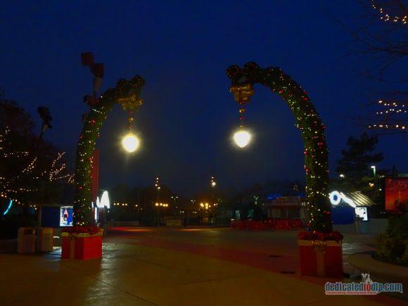 An Early Morning Photo Walk from Hotel Cheyenne to Disneyland Park in Disneyland Paris - Disney Village Christmas Arch