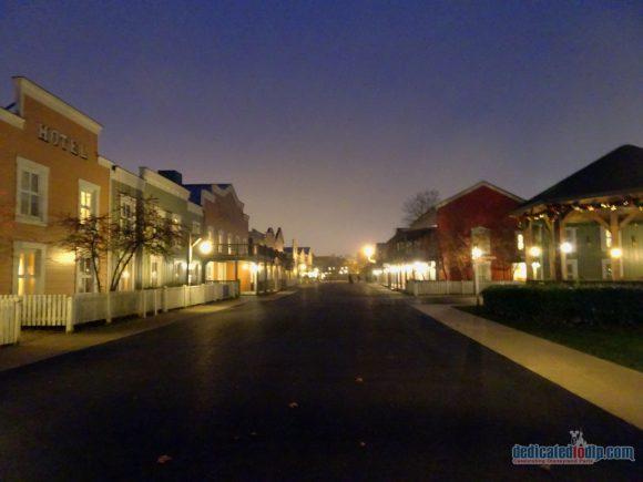An Early Morning Photo Walk from Hotel Cheyenne to Disneyland Park in Disneyland Paris - Hotel Cheyenne